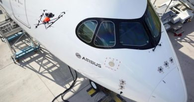 Qualitätskontrolle bei einem Airbus A350 mit einer Drohne