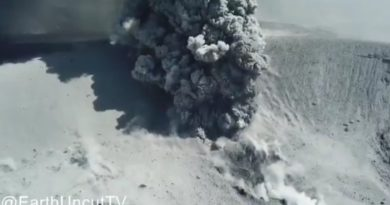 Vulkan Shinmoe-dake beim Ausbruch (Quelle: James Reynolds)